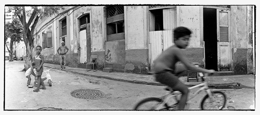 Rio de Janeiro - Kids playing in the street in one poor area