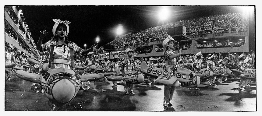 Rio Sambodrome - Kids in aviation disguise (Samba School Tradição)